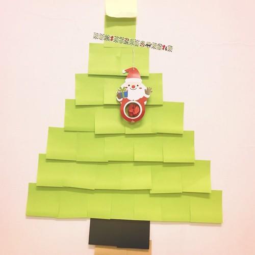 用3M狠黏做的聖誕樹與大創的吊飾