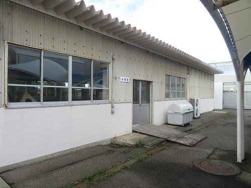 金沢競馬場の金澤玉寿司の裏の休憩所