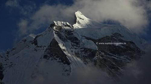 Partly clouded, sunny Kangtega peak