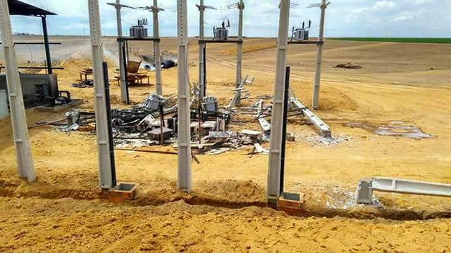 Central de distribuição de energia destruída, em uma das fazendas, na Bahia  - Créditos: Reprodução/ Facebook