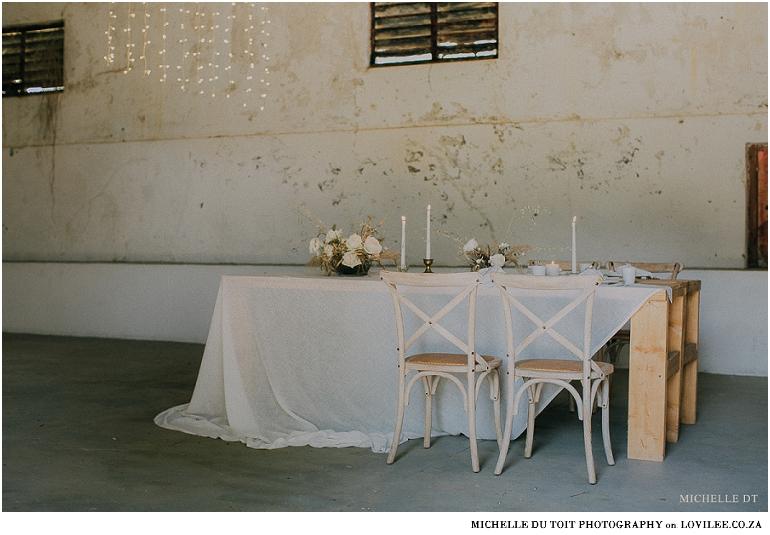 Minimalist wedding inspiration - wedding tablescape