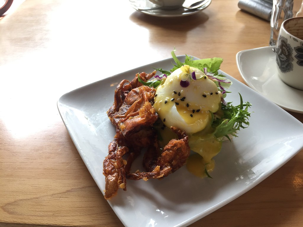 Eggs benedict with Softshell crab