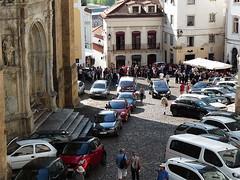 Coimbra: Sé Velha, co nezaplňuje katedrála, zabírají auta
