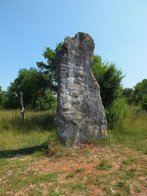 Livernon - Menhir de Bélinac