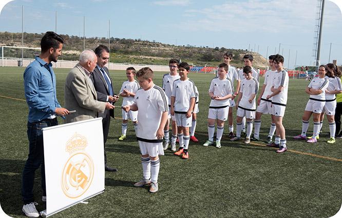 72 niños comienzan su formación en la escuela de fútbol del Real Madrid en Mazarrón