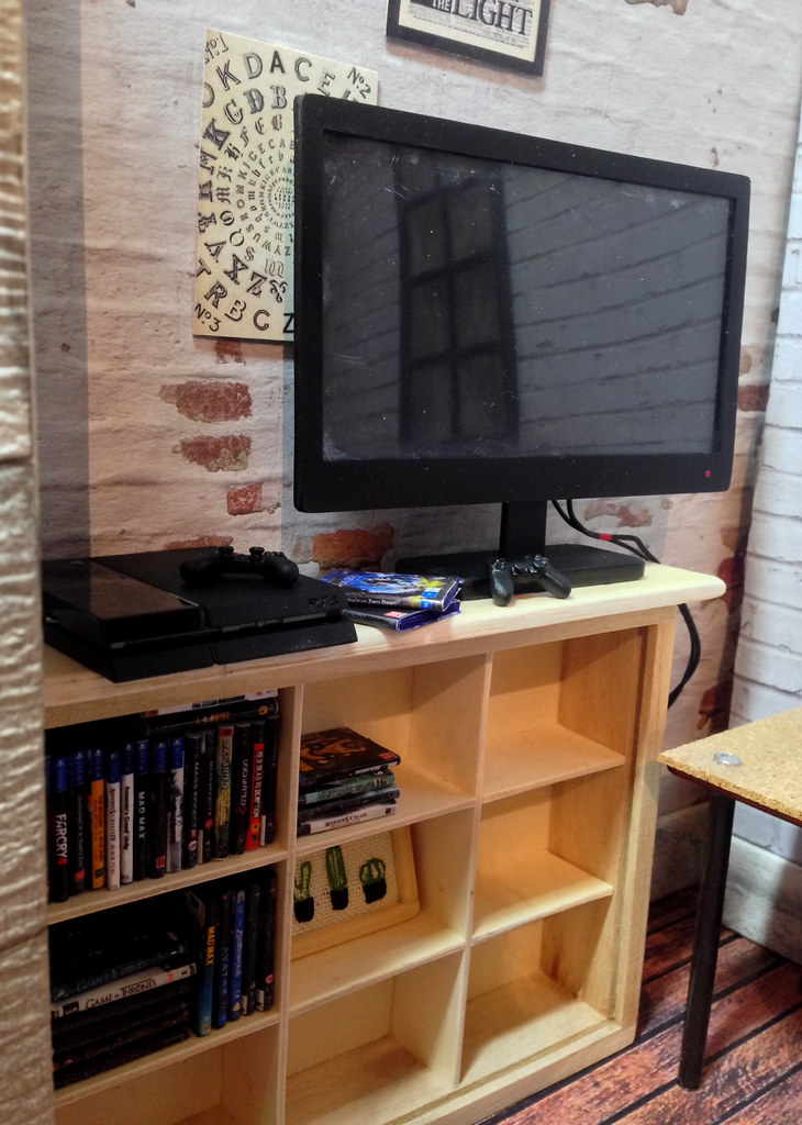 1:6th Scale TV