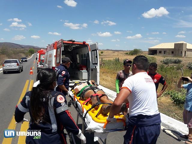 Casal fica ferido após condutor perder controle de moto na BR-405 em Uiraúna