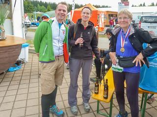 Marathon-Teilnehmer im Zielraum Schmiedefeld