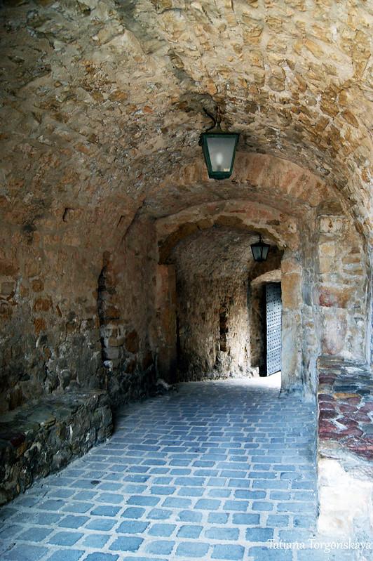 Внутри верхних ворот