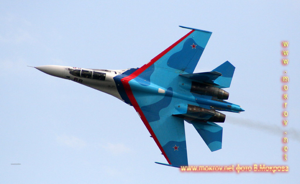 Многоцелевой истребитель Су-27.