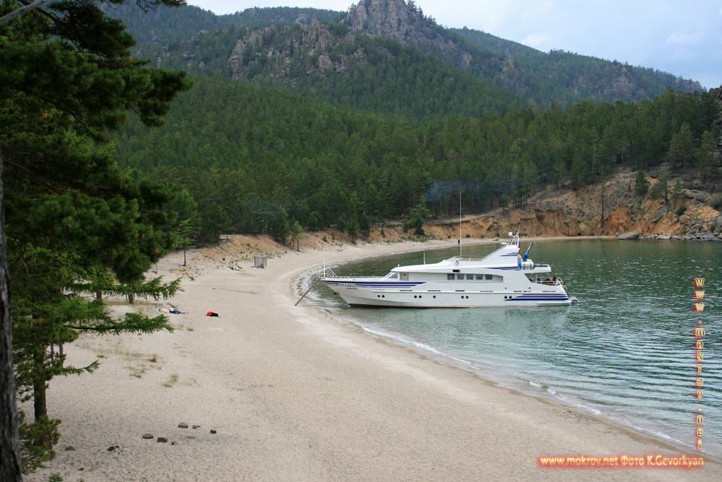 Бухта Песчаная Озеро Байкал фотографии сделанные днем и вечером