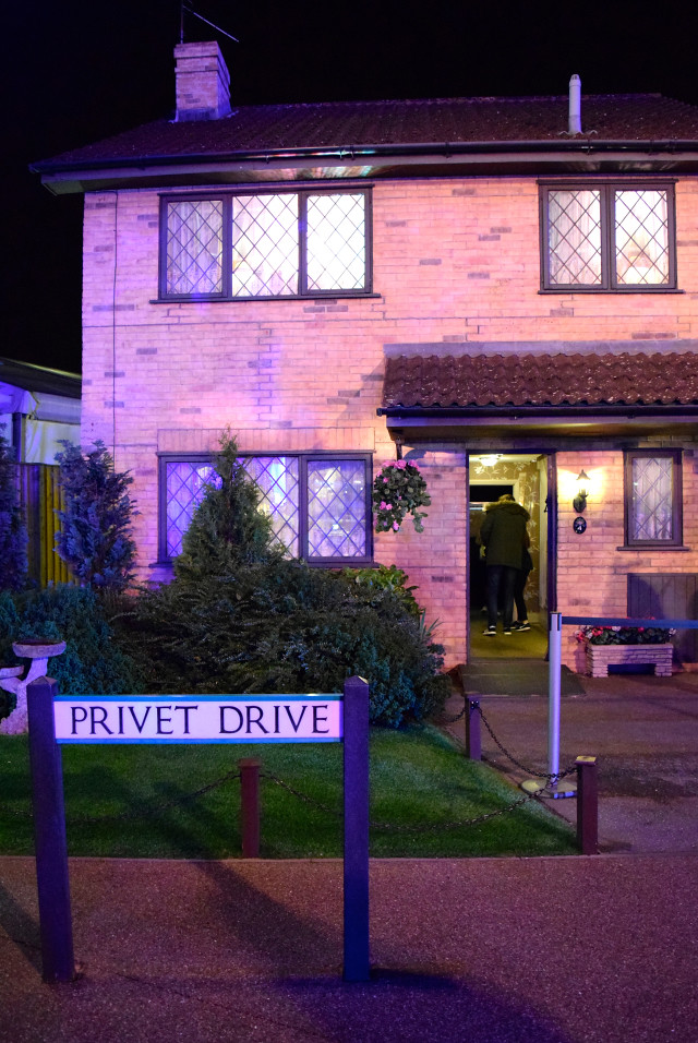 Privet Drive at the Harry Potter Studio Tour, London | #harrypotter www.rachelphipps.com @rachelphipps