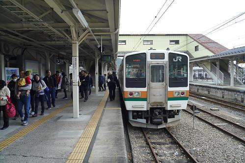 横川駅。碓氷峠鉄道文化むらが整備されるとともに、廃線跡に散策路が整備され、紅葉の時季になると多くの観光客が訪れる。