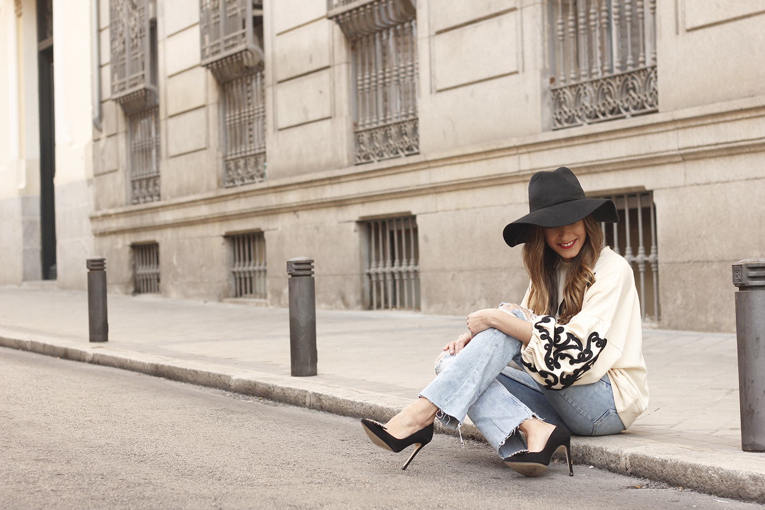 black and white sweatshirt ripped jeans black hat givenchy uterqüe jewel heels 10