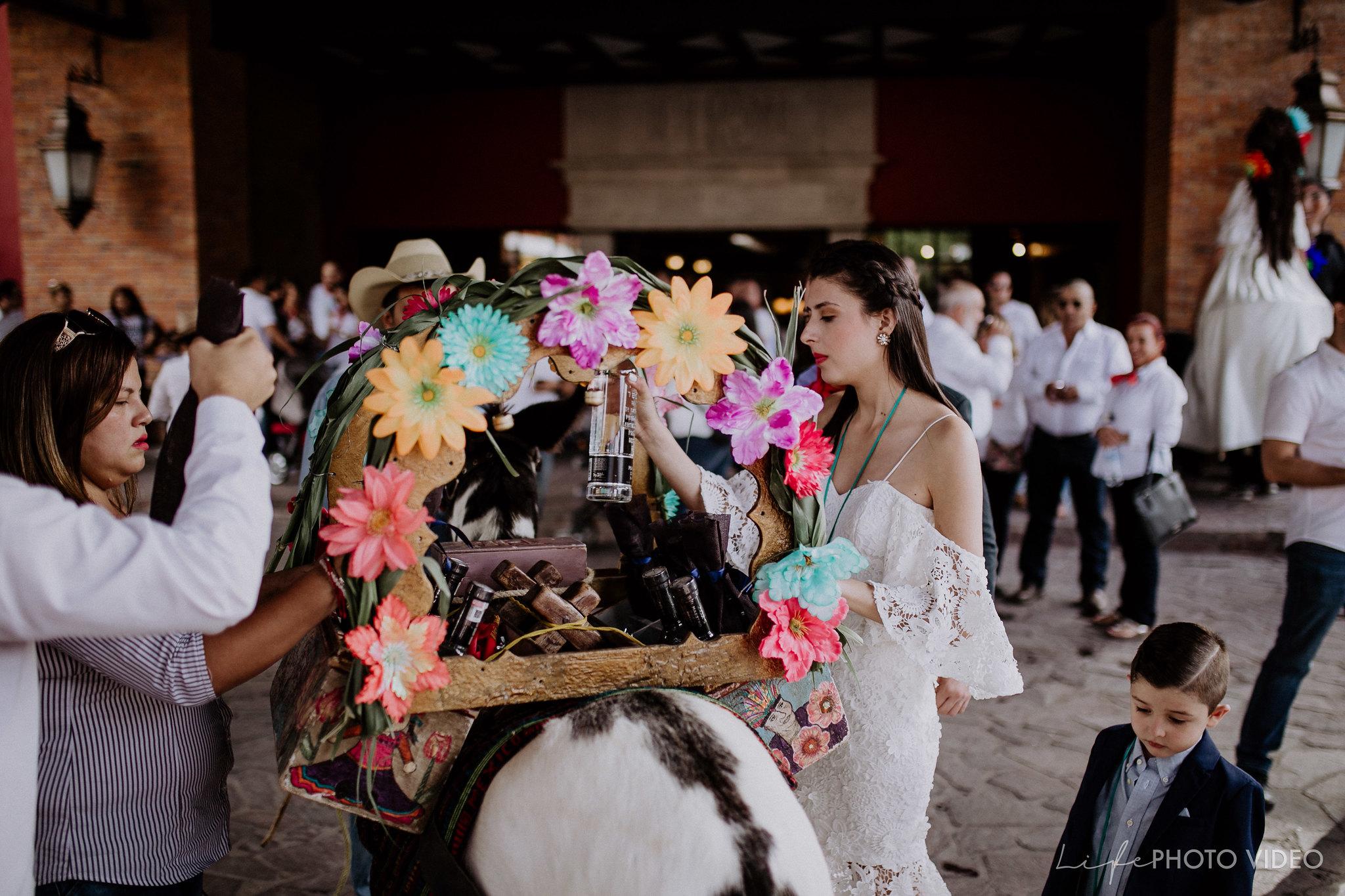 SanMigueldeAllende_Wedding_Callejoneada_Vaquillada_0046