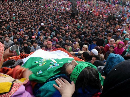 Funeral of martyr, a young leader ,B, Tech student, Muzamil Ahmad in Yaripora Kulgam 15 Nov 2017 5