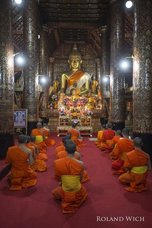 Luang Prabang - Praying Monks