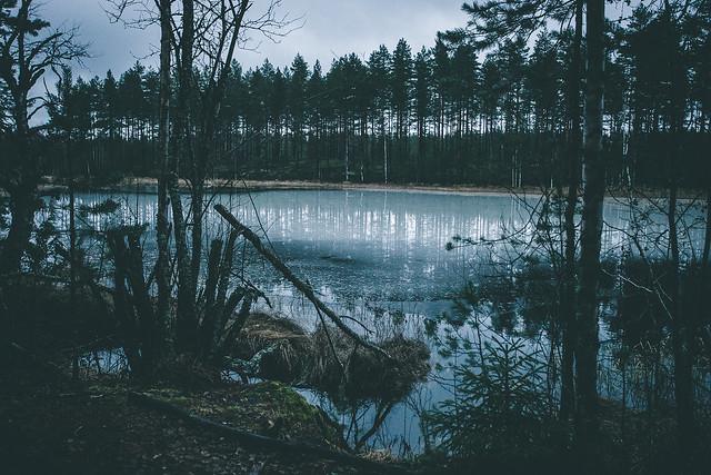 Jäätynyt järvi Suomessa