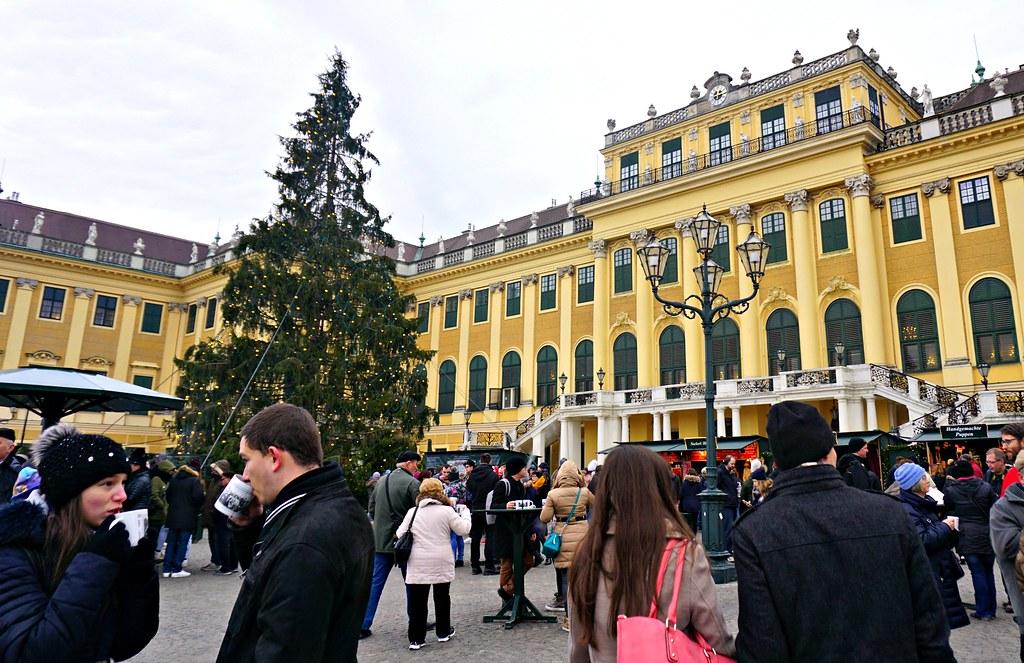 Schönbrunnin linna