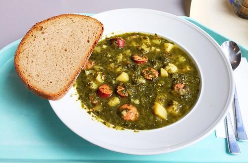 Borecol stew with sausages / Grünkohleintopf mit Mettenden