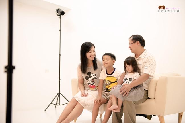 《台北.親子攝影》DearBaby 專業親子攝影~全家福、兒童寫真、新生兒到府拍攝,捕捉孩子純真的瞬間,留下成長的印記