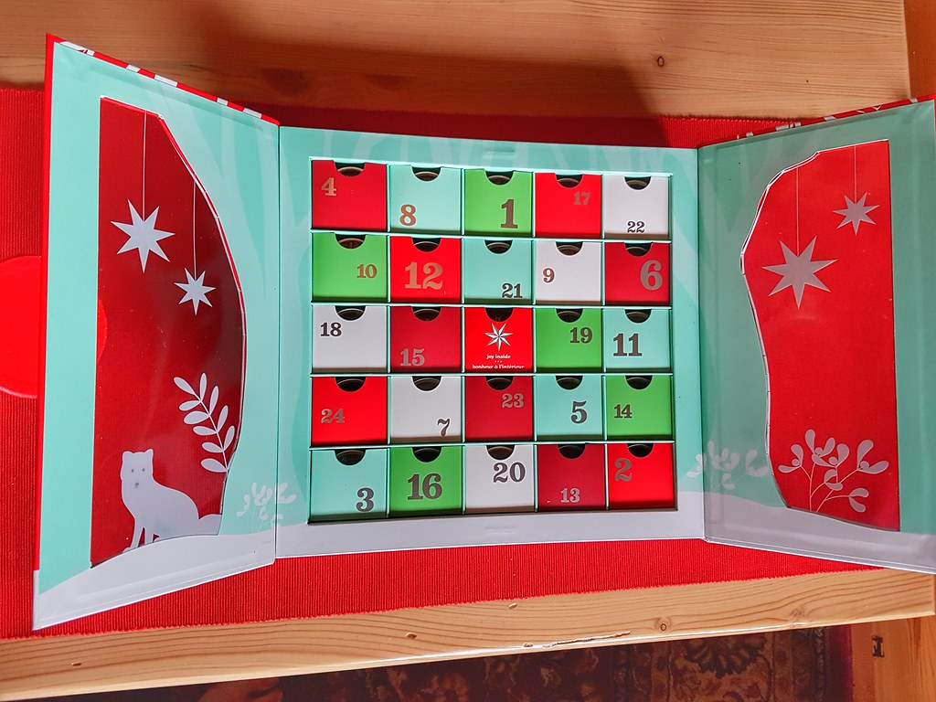 David's Tea Advent Calendar open