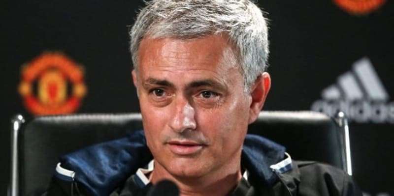 PSG Bidik Mourinho, Manchester United Beri Janji Manis