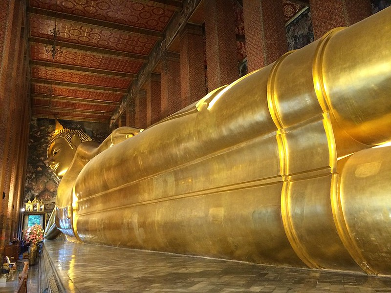 The statue of Reclining Buddga in the Wat Pho temple complex