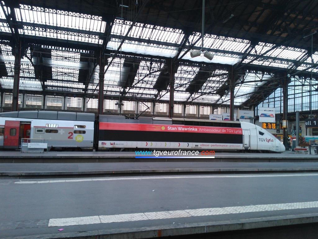 Un TGV POS (rame Lyria 4409) à Paris Gare de Lyon le 18 novembre 2017
