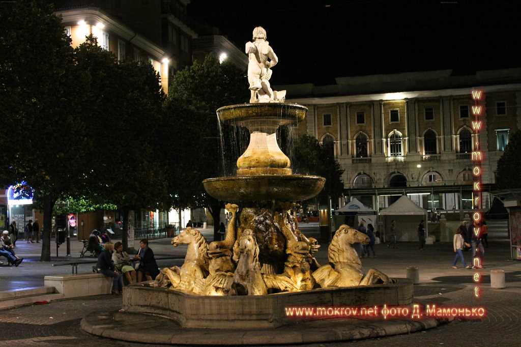 Исторический центр Анкона — город-порт в Италии фото