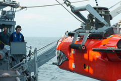 HYUGA-NADA SEA (Nov. 27, 2017) Mineman 1st Class Justin Crabtree lowers a mine neutralization vehicle aboard the mine countermeasures ship USS Chief (MCM 14) into the water to track mines and simulate delivering an explosive package. Chief is participating in the annual bilateral mine countermeasures exercise 3JA with the Japan Maritime Self-Defense Force to increase proficiency and interoperability in MCM operations. (U.S. Navy photo by Mass Communication Specialist 2nd Class Jordan Crouch/Released)