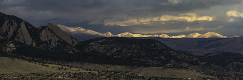 boulder bouldercounty colorado coloradorockies fall flatirons frontrange indianpeaks indianpeakswilderness landscape rockymountains southernrockies autumn clouds dawn morning morninglight mountains panorama sunrise