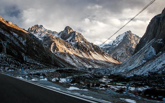 Beautiful mountains on the way from Yarchen Gar to Garze アチェンガルゴンパから甘孜までの道中の美しい山々