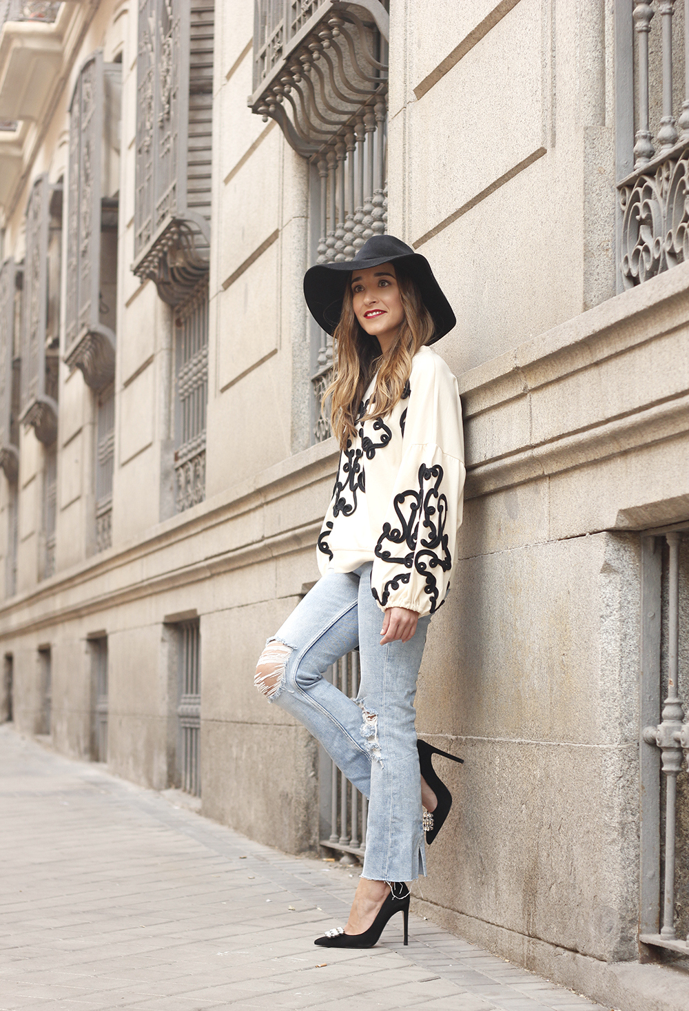 black and white sweatshirt ripped jeans black hat givenchy uterqüe jewel heels 14