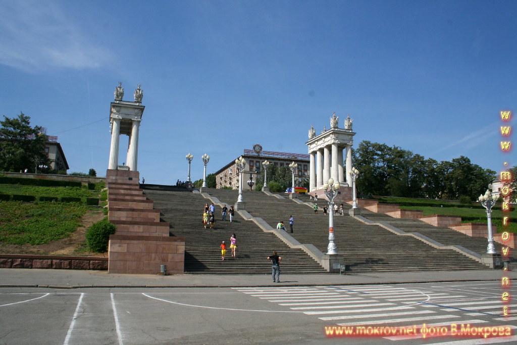 Город Волгоград фотографии сделанные как днем, так и вечером.