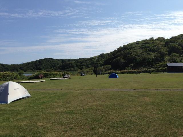 rebun-island-kusyu-lakeside-camp-site-tent-field-01