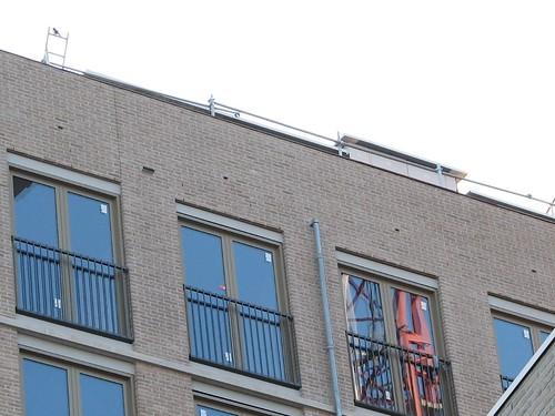 Invliegopeningen in een muur op het noord-oosten van 'blok III' van de Hessenberg, boven elk raam één (gefotografeerd op 23 Oktober 2009).