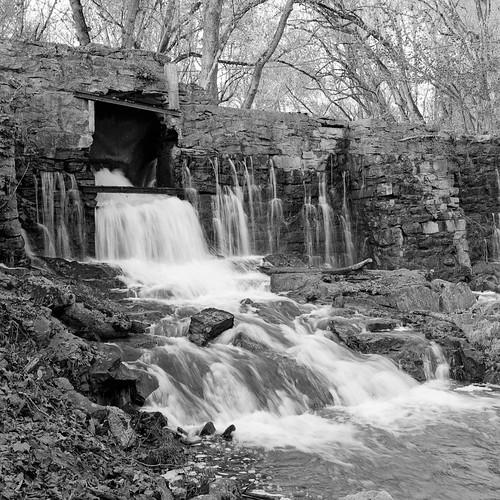 amisdam stonedam historic bigcreekdam mill water waterfall rogersville tennessee thesouth bronicasq ilforddelta400 mediumformat 120film blackandwhite bwfp deltadefjam xtol