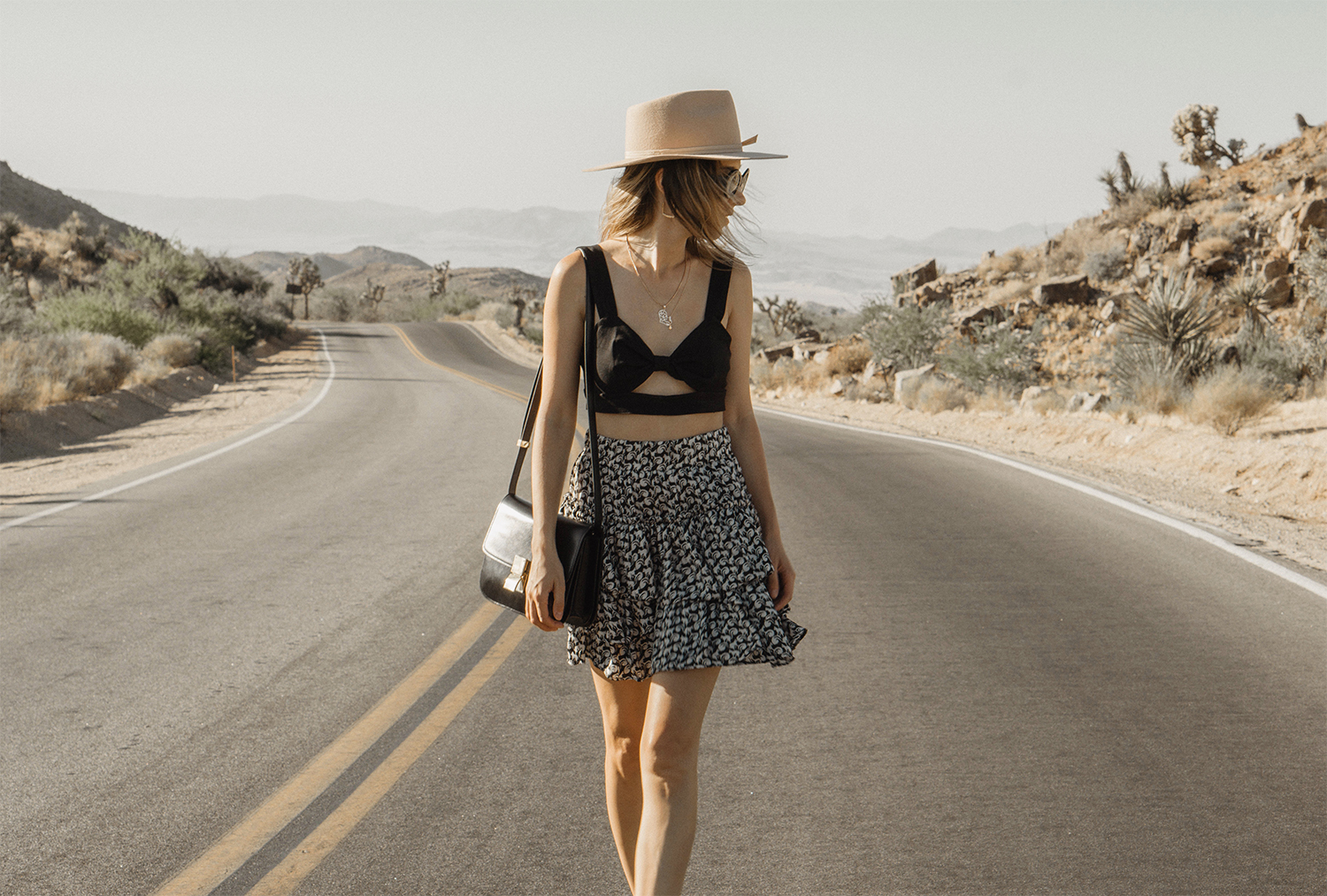 joshuatreepark_highwaistedskirt_lackofcolor_hat_thezulu_celinebox_california_blogger_13