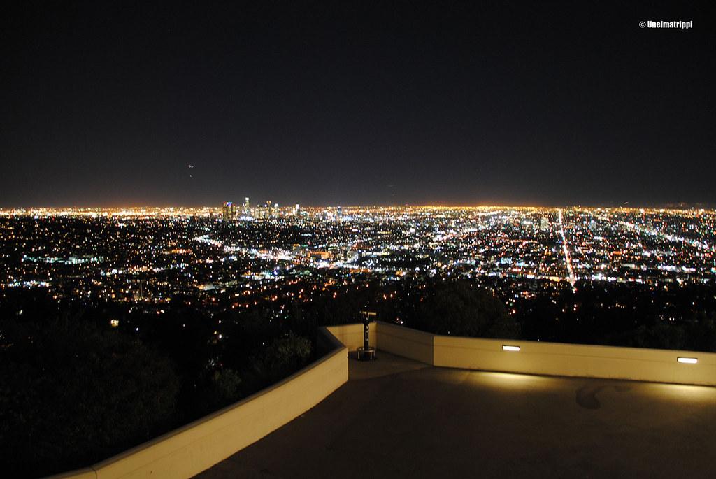 Los Angelesin valomeri Griffith Observatoryltä kuvattuna