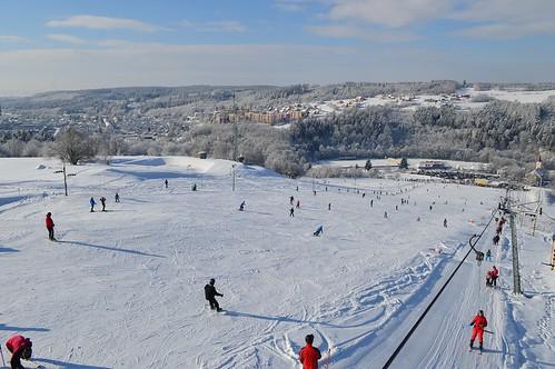 Lyžujte v lyžařském areálu HLUBOČKY s 50% slevou