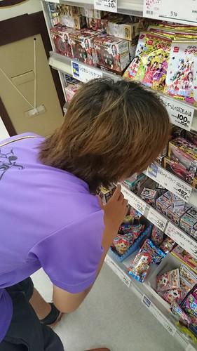 仮面ライダーのお菓子が欲しい小林さん