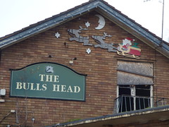 The Bulls Head - Pedmore Road and Green Lane, Lye - forgotten Christmas decoration - Santa in his sleigh with pair of reindeer