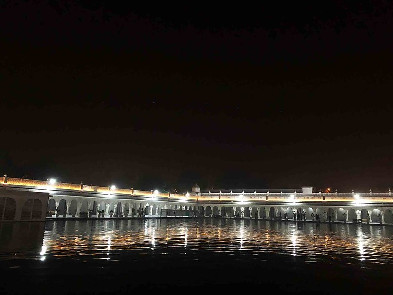 100 Things To Do Before You Quit Delhi – Hang Out at Midnight by the Holy Sarovar, Gurdwara Bangla Sahib