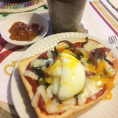 pizza toast topped with onsen tamago(soft boiled egg)❤︎have a good week! ・ ・ ・ #ピザトースト #温泉卵 #あんぽ柿 #珈琲 #大阪 #pizzatoast #swisschard #redonion #スイスシャード #紫玉ねぎ #softboiledegg #anpogaki #coffee #osaka #japan