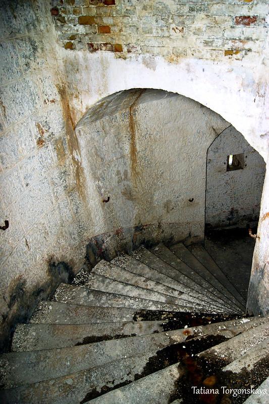 Лестница, ведущая на 2 этаж