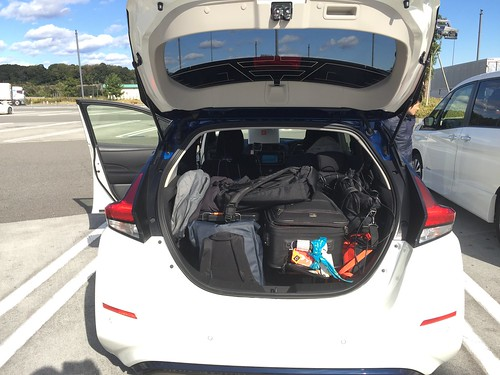 日産リーフ 撮影・中継機材と2人分の荷物でトランクいっぱい