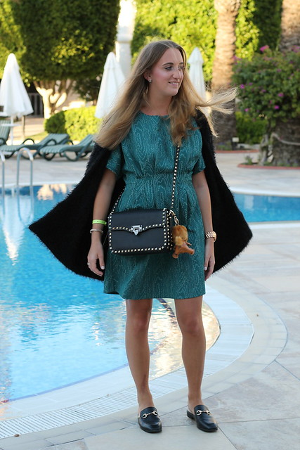 green-dress-and-valentino-bag-whole-outfit-front-wiebkembg