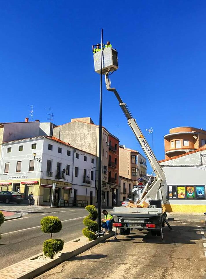 Coria continúa mejorando el alumbrado público con el fin de seguir avanzando en la mejora de la eficiencia energética