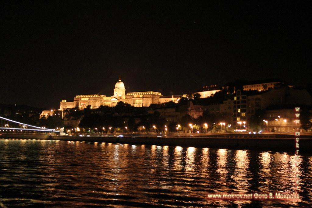 с фотокамерой прогулки туристов Столица Венгрии - Будапешт